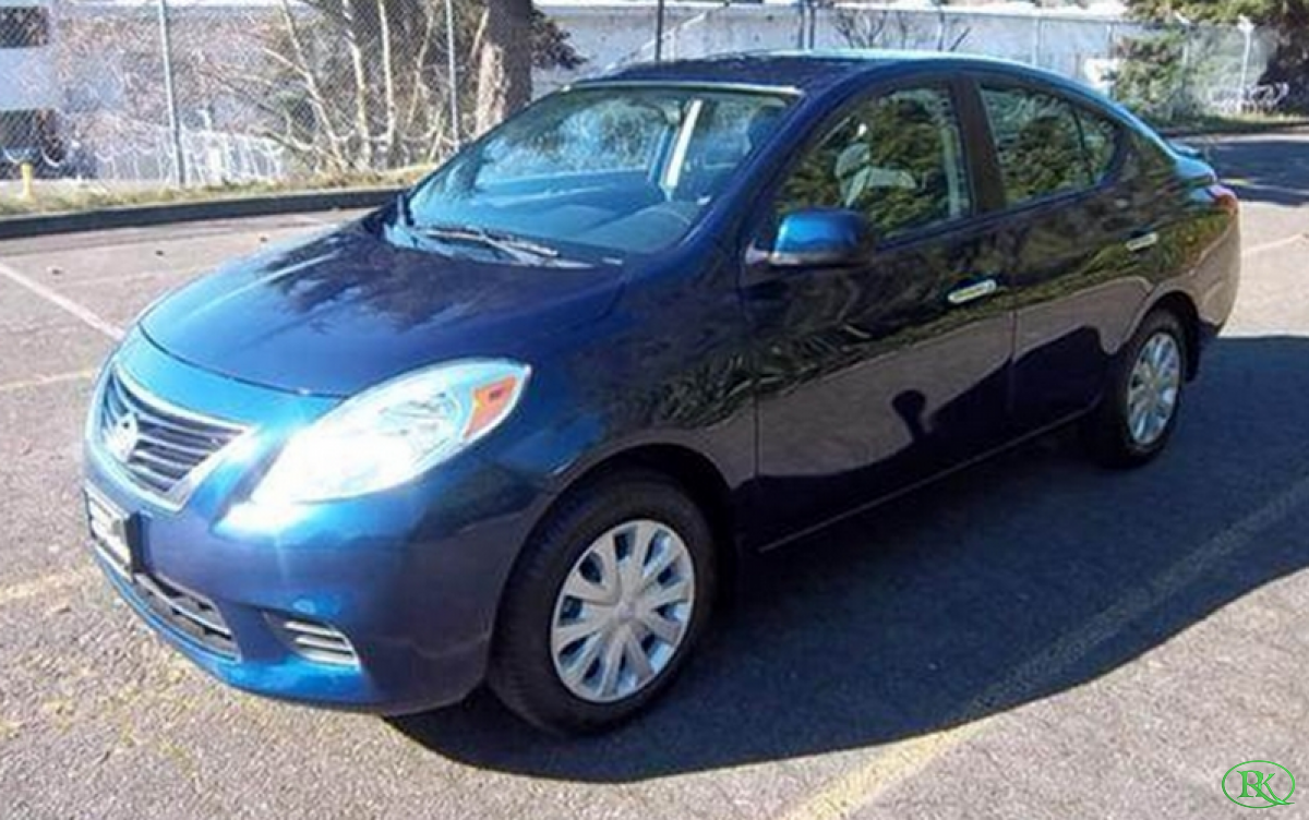2013 NISSAN Versa SV Sedan 4D blue blues