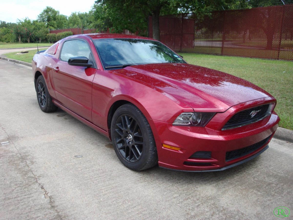 2014 Ford MUSTANG V6 CPE