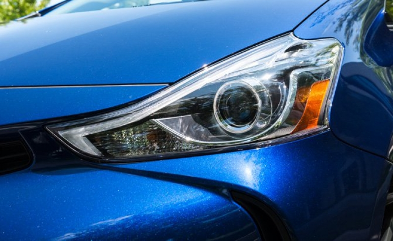 IIHS requires automakers to improve headlight performance on their cars