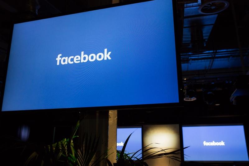 Facebook won't make cars, Sandberg says