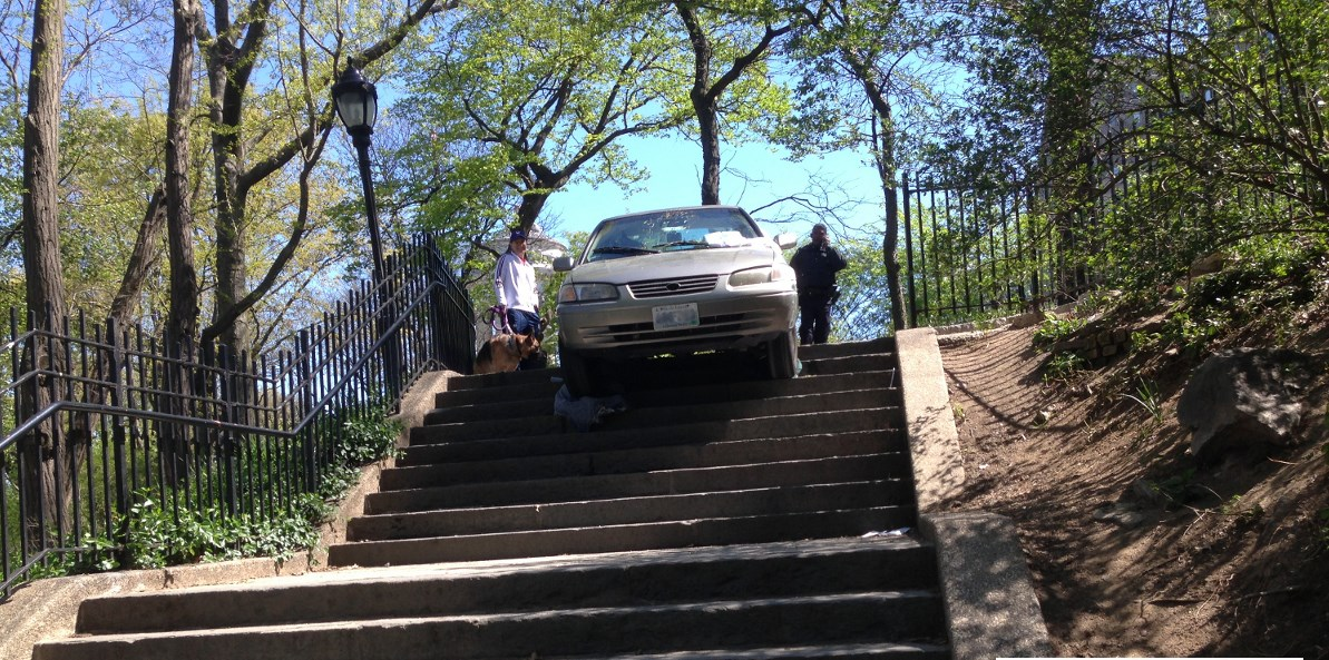 Riverside Park, car drive down stairs