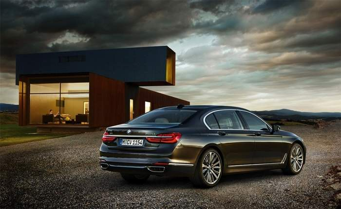 BMW Recalling Its Series Sedans For Door Issue - 2012 bmw 745i