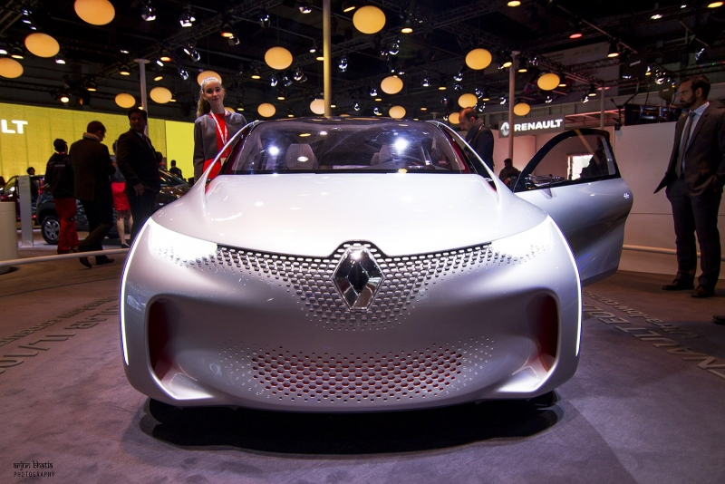 Renault impresses with its future cars at the Delhi Auto Expo 2016