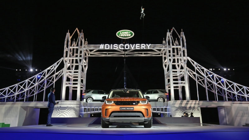 Land Rover unveils the all-new 2018 Discovery SUV!