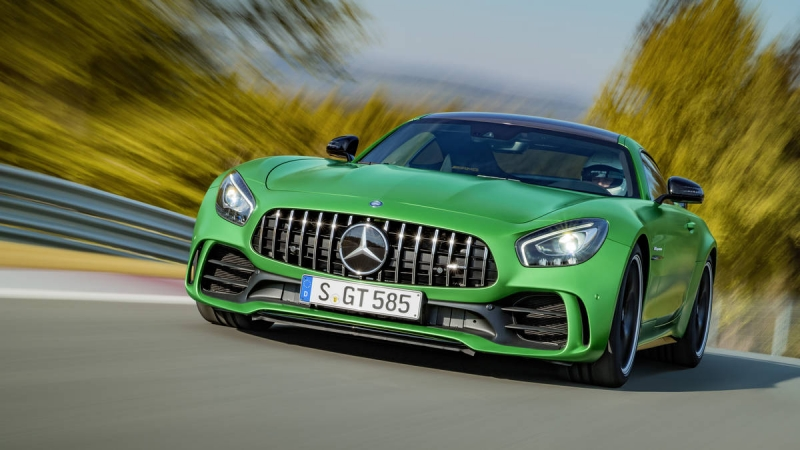 2018 Mercedes-AMG GT-R is a 577-hp German missile