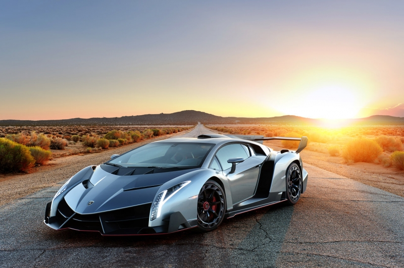 The ultra-rare Lamborghini Veneno arrives in London for Christmas!