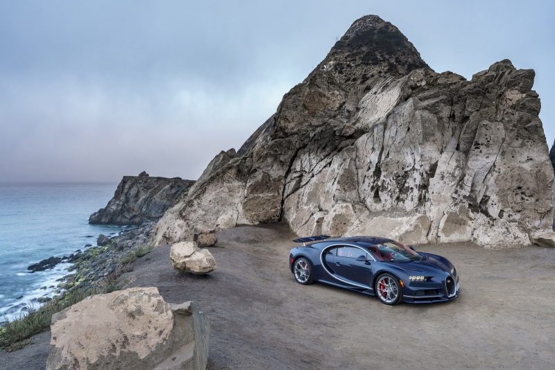 Bugatti's new Chiron hypercar makes its official North American debut!