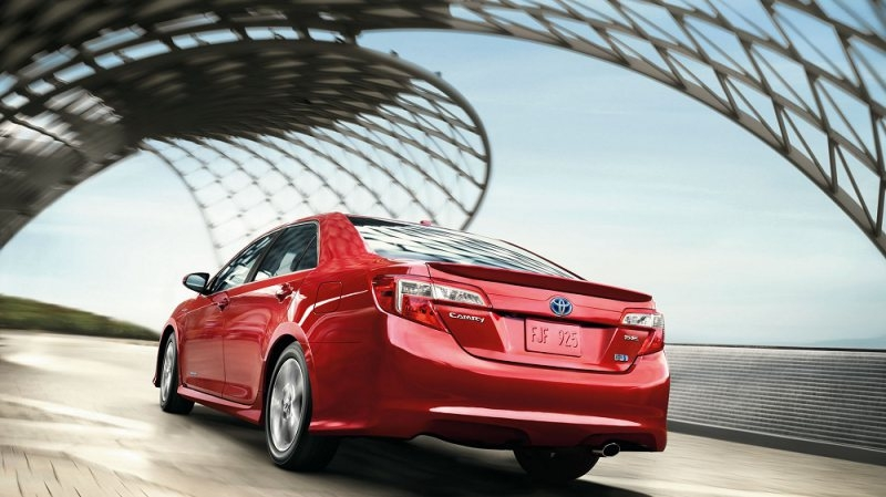 The 2017 Toyota Camry demands respect at every corner!