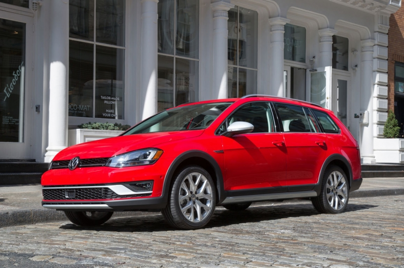 Waiting for the U.S. debut of the 2017 Volkswagen Golf Alltrack