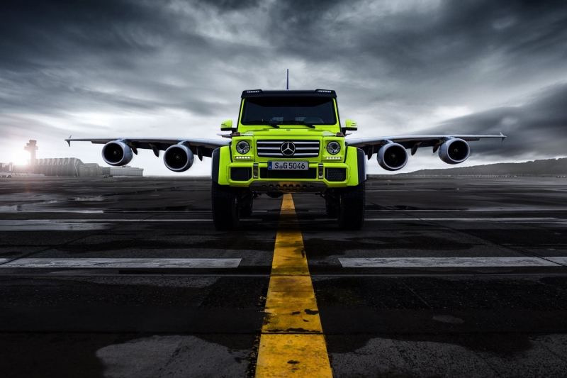 The Mercedes-Benz G 500 4×4² in duo with an Airbus A 380