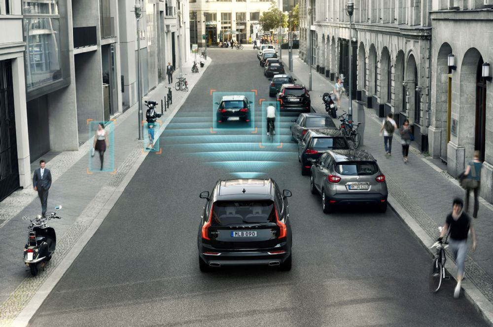 Volvo will put 100 real consumers in autonomous cars while testing them in a year