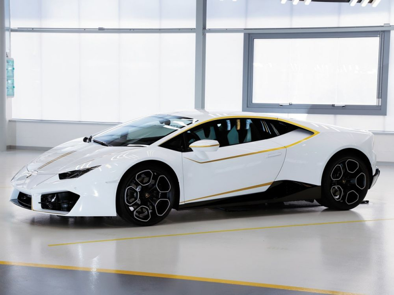 Pope's Huracan sold out for $861K
