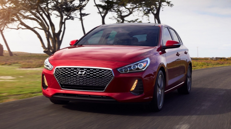 Meet the 2018 Elantra GT with its impressive style and performance!