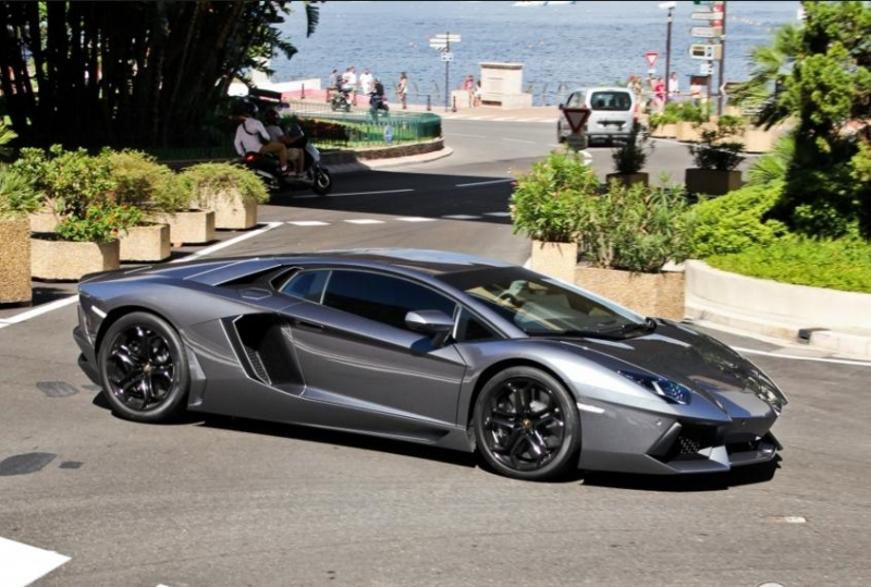 A $100,000 reward offered to anyone who will help to recover a stolen Lamborghini Aventador