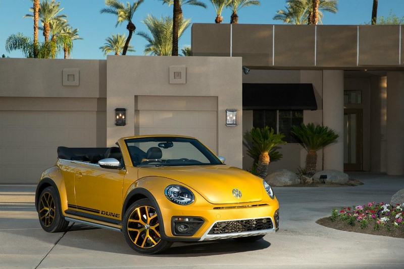 The 2016 Volkswagen Beetle Dune Convertible is sporty and eye-catching!