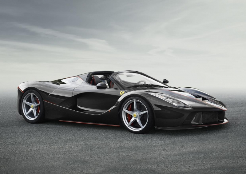 The awaited Ferrari LaFerrari Spider to debut soon