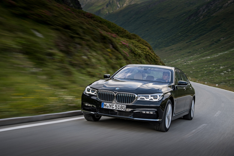 The electrified BMW 7 series comes better as expected!