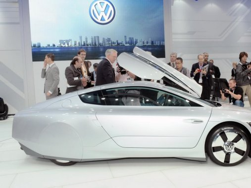 Concept car Volkswagen XL1 is now available for sale for around 111.000 euro in Europe!