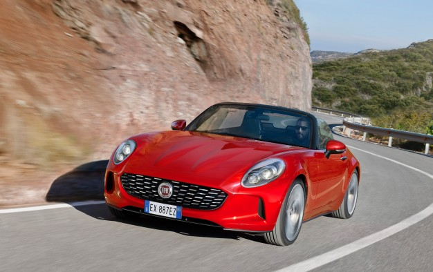 2017 Fiat 124 Spider will make its official debut this November