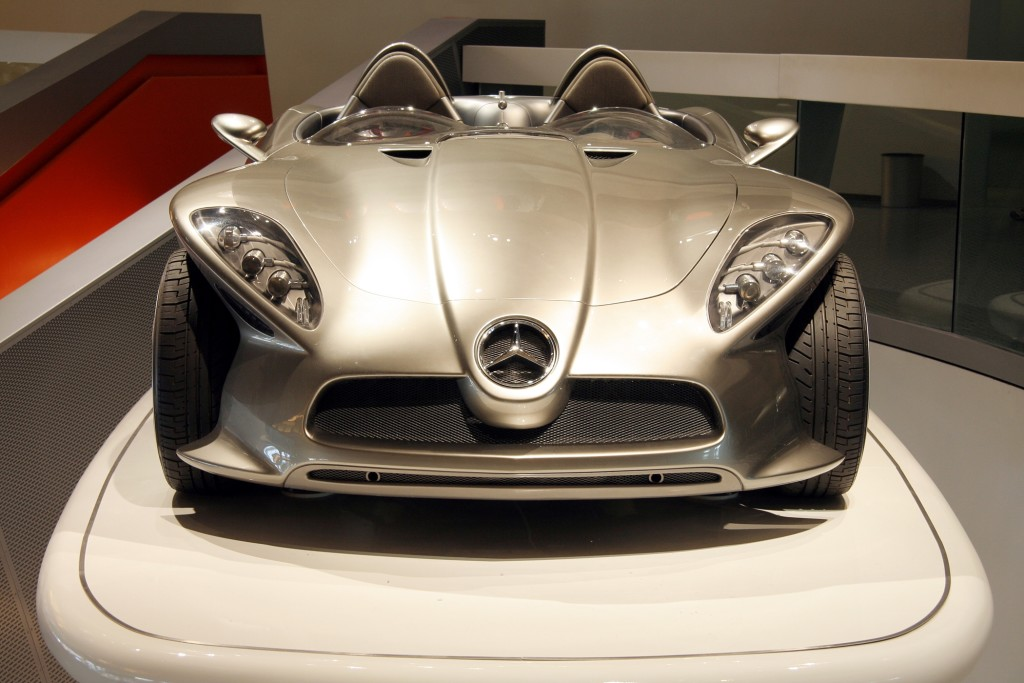 The striking Mercedes-Benz F 400 Carving