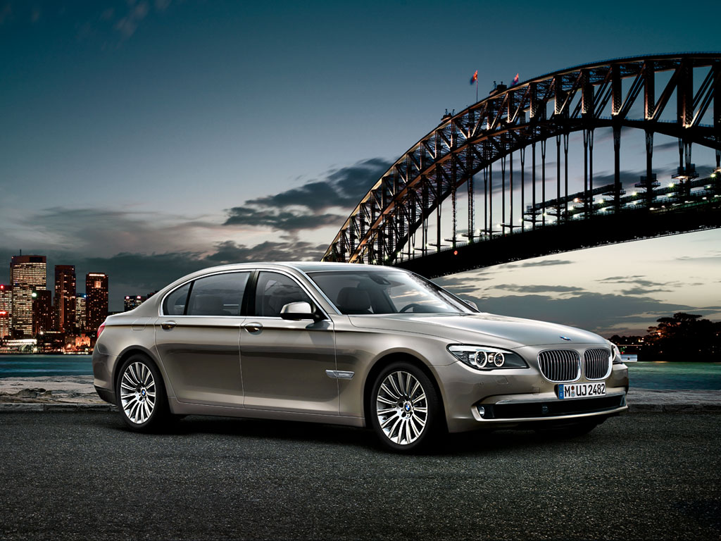 2015 BMW 7 Series  is ready to put up a serious fight to Mercedes S Class