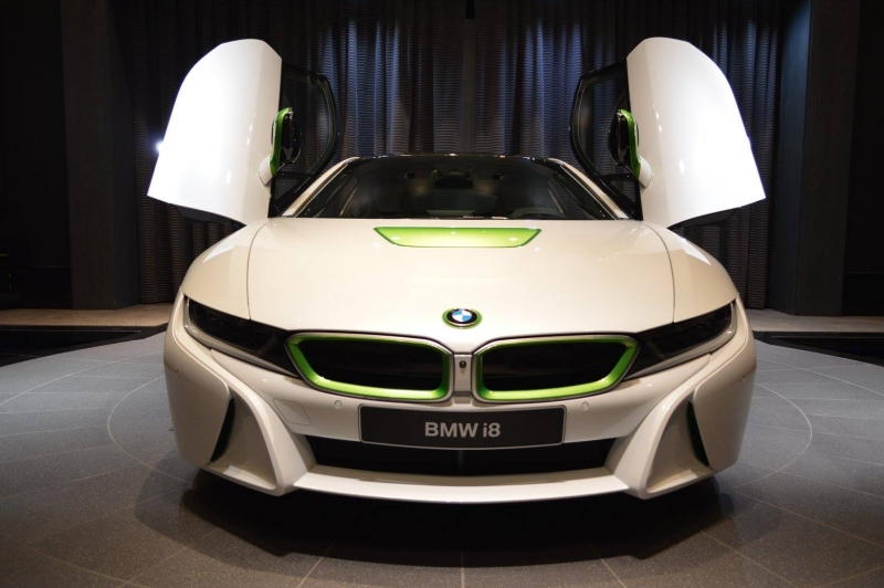 A specced BMW i8 amazes the public at Abu Dhabi